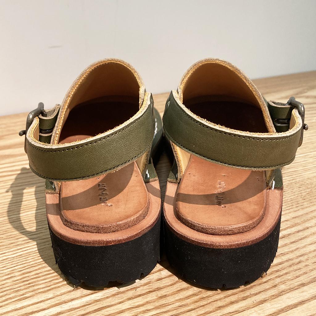 ヒラキヒミおでこ靴サンダル